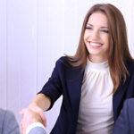 Postura e linguaggio del corpo: le 3 posizioni per avere successo nel lavoro